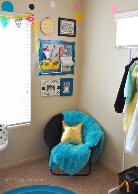 bellas room chair