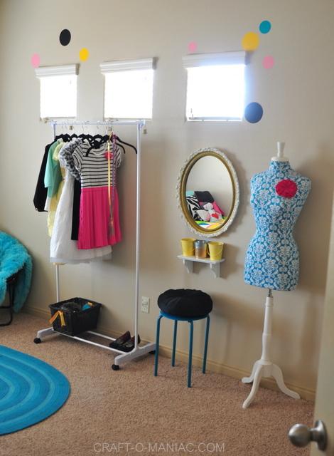 bellas room vanity1