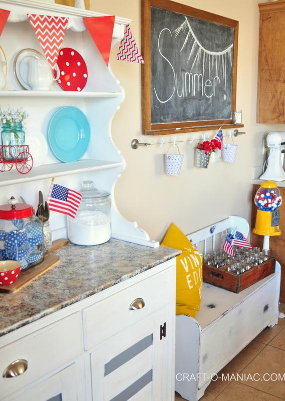 summer patriotic kitchen decor3