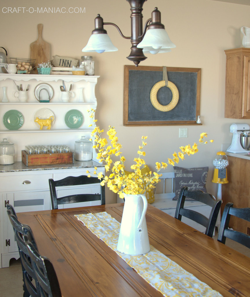 Rustic farm chic kitchen decor with vintage items for Kitchen picture decor