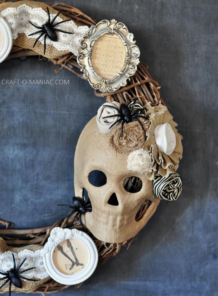 diy halloween vintage frames wreath10