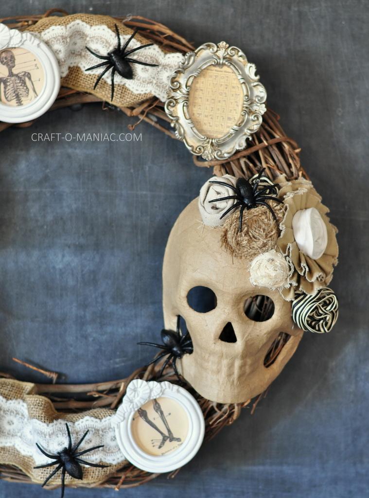 diy halloween vintage frames wreath11