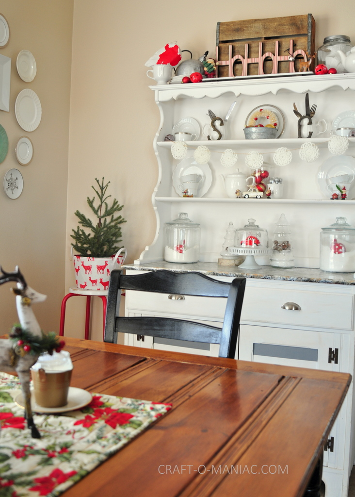 vintage christmas hutch table 1