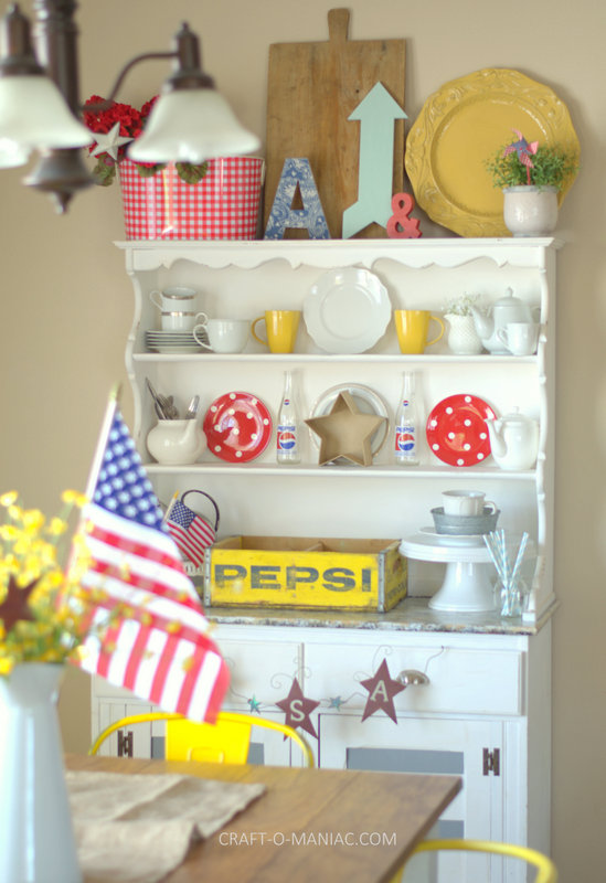 patriotic hutch decor1