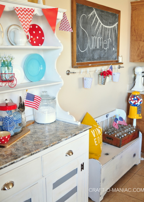 summer patriotic kitchen decor3