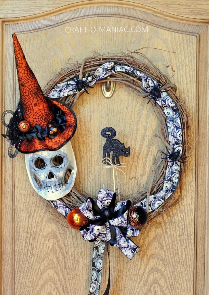 diy witch mask wreath