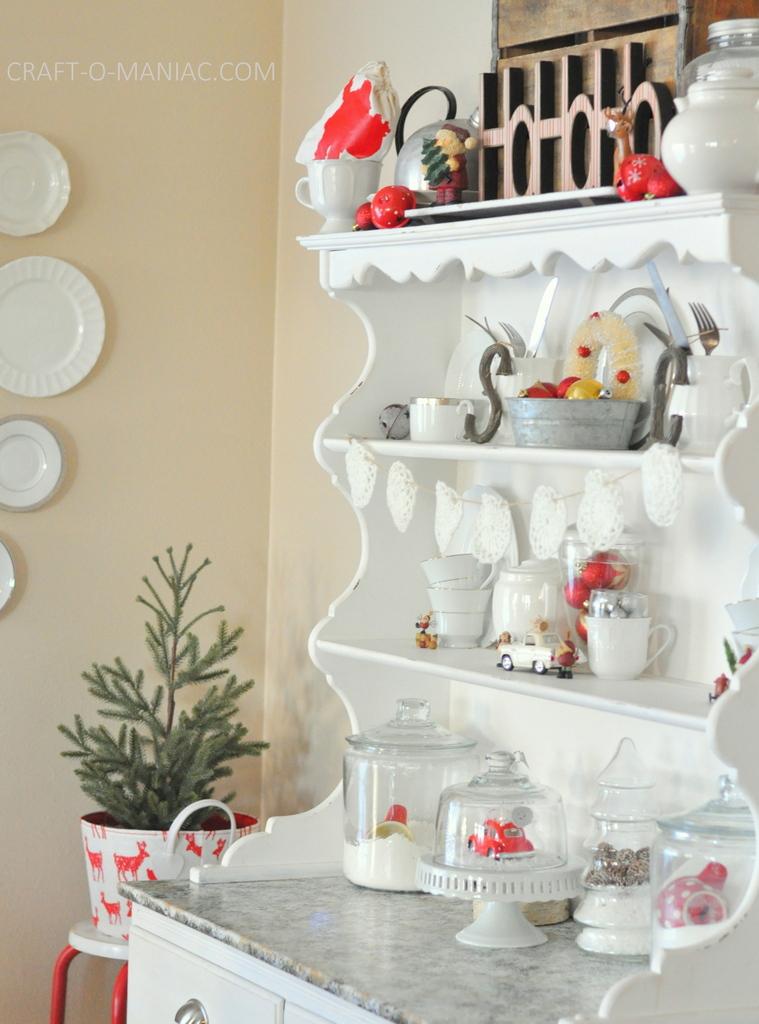 vintage christmas hutch5