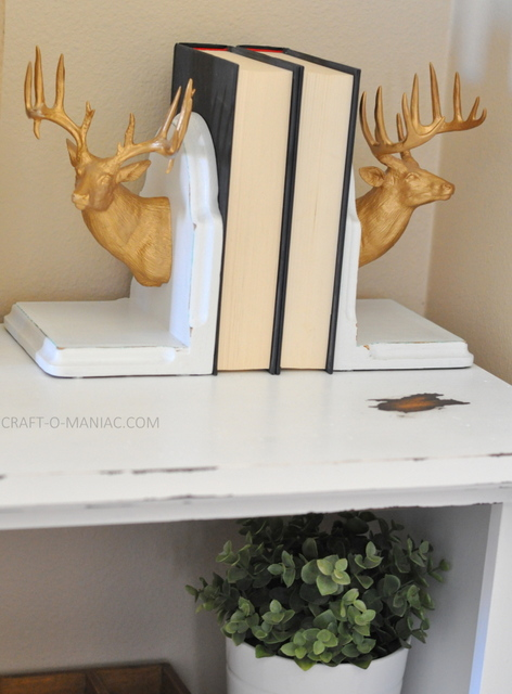 diy white chalkpainted bookshelf8