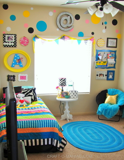 bellas colorful room