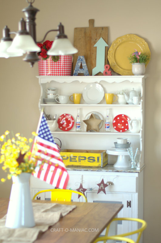 patriotic hutch decor2